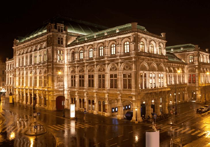Viedenská štátna opera v noci