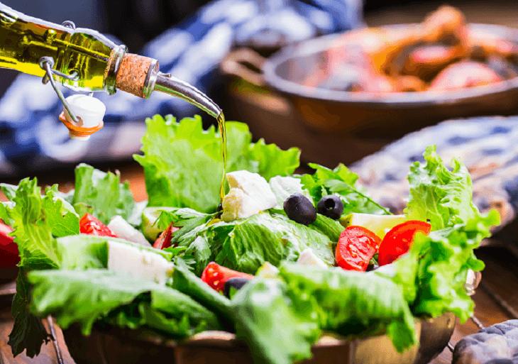 Zeleninový šalát s olivovým olejom