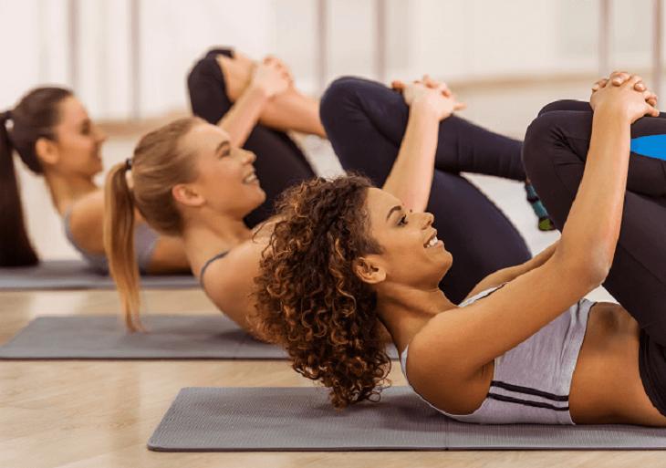Ženy cvičia kalanetiku